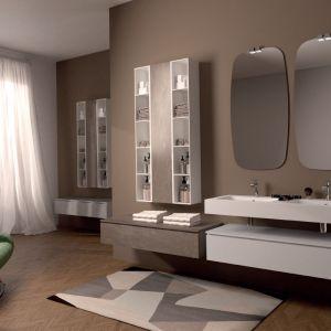Seria mebli łazienkowych Box marki Euro Bagno ze słupkami z otwartymi półkami. Fot. Euro Bagno