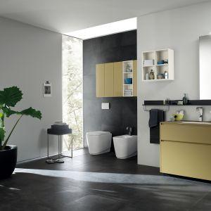 Meble łazienkowe z kolekcji Rivo marki Scavolini mają niewielkie, kwadratowe otwarte półki, które pomieszczą drobne akcesoria. Fot. Scavolini