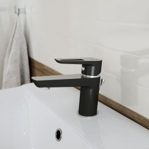 Bateria umywalkowa Mille Black. Fot. Cersanit