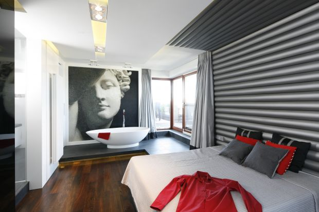 Łazienka z sypialnią to coraz popularniejsze rozwiązanie wśród inwestorów prywatnych. Zobaczcie na jakie wnętrza się zdecydowali.