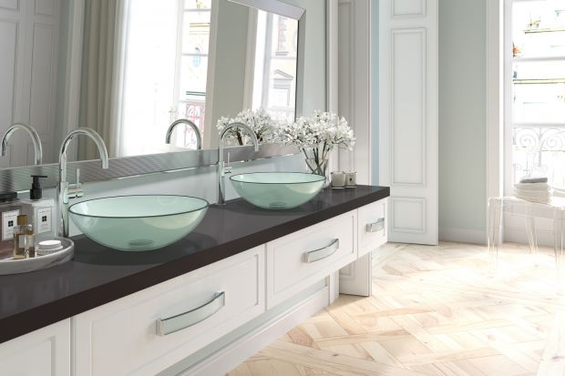 Uchwyt meblowy może w znacznym stopniu zmienić charakter całego mebla, a tym samym i aranżacji łazienki. Co przemawia do Was bardziej? Uchwyty minimalistyczne czy klasyczne?