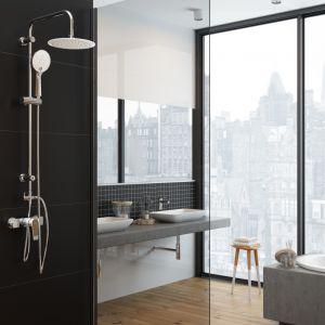 Zestaw prysznicowy z deszczownią Kameleon marki Invena dostępny jest w różnych kolorach głowicy i słuchawek prysznicowych, np. białym. Fot. Invena