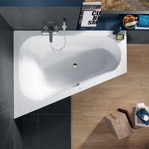 Akrylowa wanna Loop & Friend firmy Villeroy & boch o specjalnym kształcie, ułatwiającym jej dopasowanie do nieustawnych łazienek; z owalną formą wewnętrzną. Cena: ok 5.400 zł
