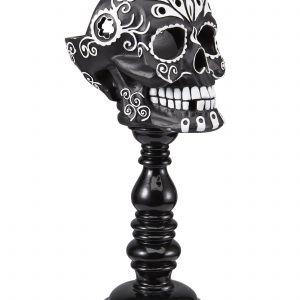 Kolejny pomysł na oryginalny, halloweenowy świecznik od marki HomeSense. Tym razem jest to.. szczerbata czaszka. Fot. HomeSense
