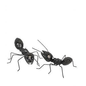 Marka Broste Copenhagen w swojej ofercie ma eleganckie figurki zainspirowane życiem leśnym, jednak czarne mrówki (zwłaszcza jeżeli postawimy na większą ilość) mogą również straszyć, na przykład pełzając po łazienkowym blacie... Fot. Broste Copnehagen