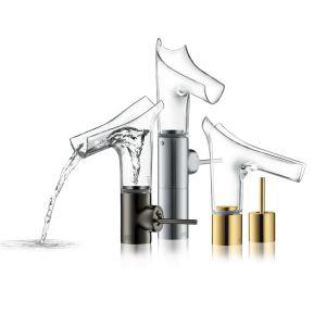 Szkło wykorzystują również producenci armatury łazienkowej. Kultowe już baterie Axor Starck V mają szklane, przeźroczyste wylewki. Fot. Hansgrohe
