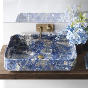Niezwykła nablatowa umywalka z kolekcji Nabhi Bowl w kolorze Sodalite Blu marki Kreoo. Fot. kreoo