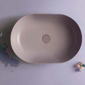Umywalka z kolekcji T-Edge o bardzo cienkich krawędziach marki Ceramica Globo; w lawendowym kolorze. Fot. Ceramica Globo