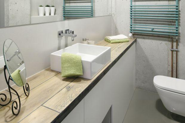 Obszerny blat w łazience to praktyczne uzupełnienie jej aranżacji. Przyglądamy się jak wygląda w polskich domach.