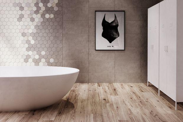 Heksagony układające się w grupy niczym plaster miody zdobią w ostatnich sezonach podłogi i ściany w łazienkach. Pod postacią ceramicznych płytek.