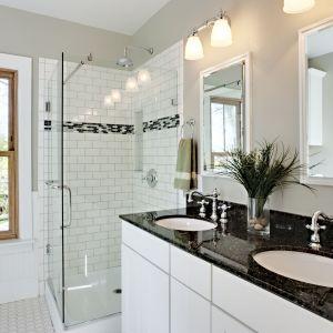 Czarno-biała łazienka z granitowym blatem firmy EGA. Fot. EGA