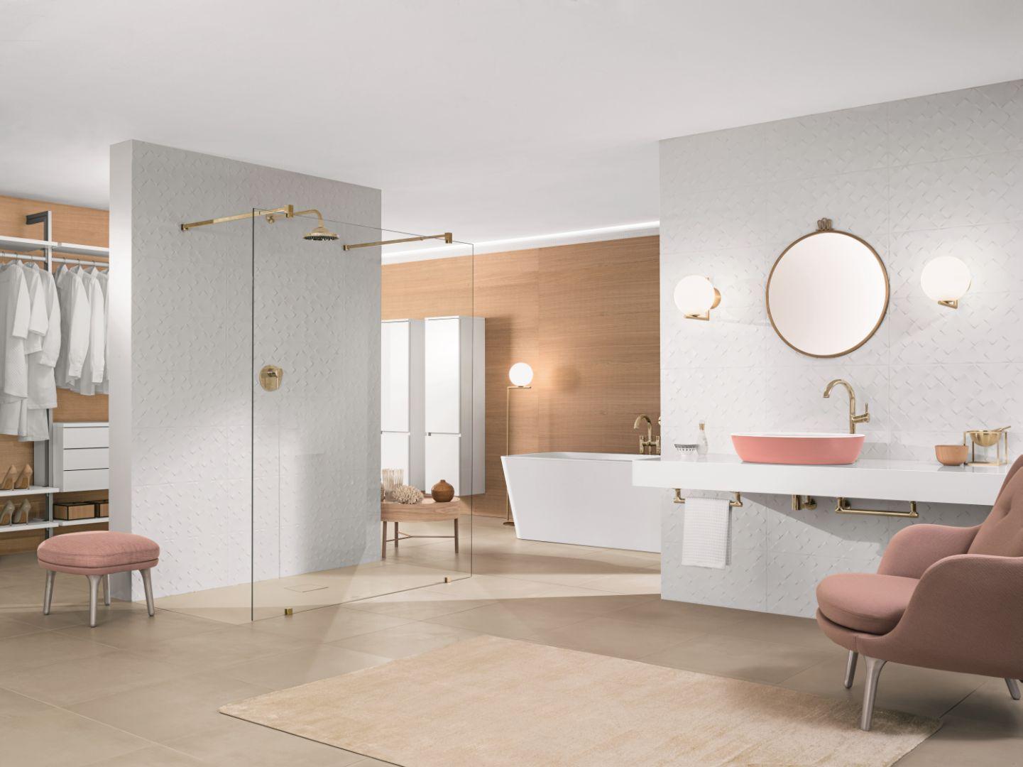 Aranżacja łazienki z pudrowym różem, w tym pudrowa umywalka Artis. Fot. Villeroy&Boch