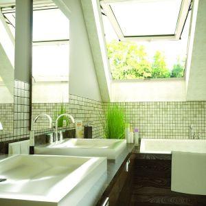 Okno dachowe w łazience. Fot. Okpol