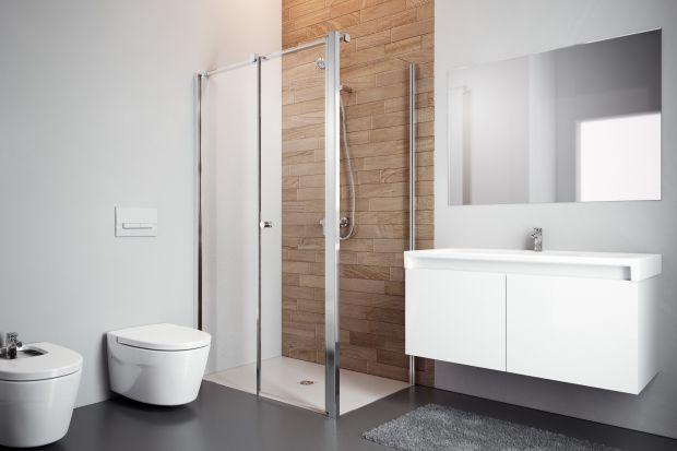 Skosy, wnęki czy belki konstrukcyjne w łazience są sporym wyzwaniem aranżacyjnym. Jednak dzięki zastosowaniu odpowiednich rozwiązań, mogą stać się oryginalnym elementem dekoracyjnym.