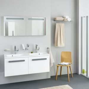 Białe meble łazienkowe z konceptu Chrome. Fot. Ravak