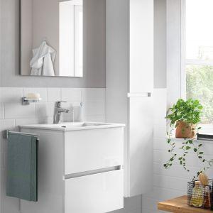 Białe meble łazienkowe z kolekcji Cube. Fot. Roca
