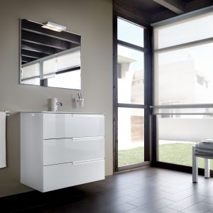 Białe meble łazienkowe z kolekcji Victoria-N Family. Fot. Roca