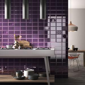 Płytki ceramiczne z kolekcji Cento per Cento w kolorze intensywnego fioletu. Fot. Imola Ceramica