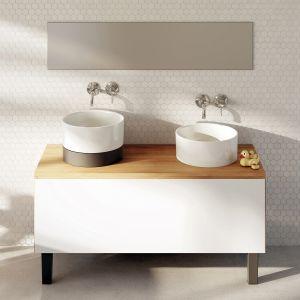 Wśród nowych materiałów stosowanych w łazienkach dużą popularnością zdobyły rozmaite kompozyty. Na zdjęciu umywalki z serii Duo marki Marmorin Design, wykonane z materiału Mineralicast, którego głównym składnikiem jest marmur dolomitowy. Fot. Marmorin Design