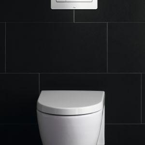 """Dzięki podtynkowym stelażom w.c. ceramika sanitarna jest zawieszona """"w powietrzu"""", a wszystkie nieestetyczne elementy są schowane w ścianie. Na zewnątrz zostaje jedynie estetyczny przycisk spłukujący. Na zdjęciu linia płytek uruchamiających Visign for More 105 firmy Viega do podtynkowych spłuczek w.c. Lekkie naciśnięcie przycisków uruchamia spłukiwanie pełne lub oszczędne. W wersji szklanej oraz aluminiowej chromowanej lub matowej. Fot. Viega"""