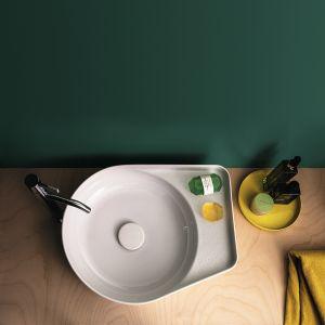 Nowe materiały pozwalają na efekt, który wcześniej nie był możliwy - np. bardzo cienkie ścianki umywalek. Na zdjęciu wykonana z SaphirKeramik umywalka Val zaprojektowana przez Konstantina Gricica dla marki Laufen. Fot. Laufen