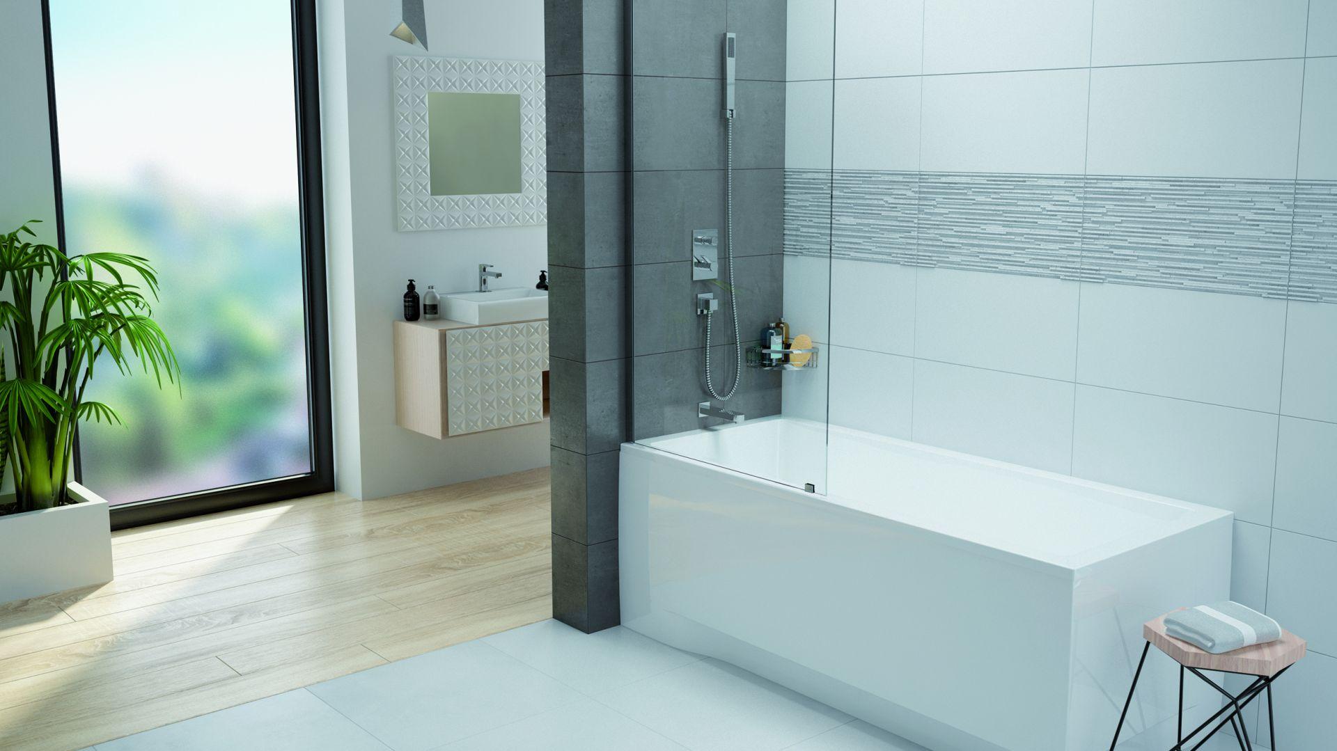 Parawan nawannowy to idealny kompromis wszędzie tam, gdzie trzeba wybrać pomiędzy wanną, a prysznicem. Na zdjęciu parawan nawannowy PW1/Free firmy Sanplast. Fot. Sanplast