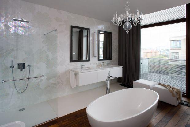 Apartament położony na warszawskim Powiślu wpisał się w elegancką atmosferę miejsca i zachwyca równie stylowymi łazienkami. Zobaczcie sami!