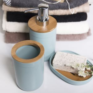 Akcesoria łazienkowe z liniii Bella będą praktycznym prezentem, nie tylko dla tych, którzy remontują łazienkę. Galicja dla Twojego Domu