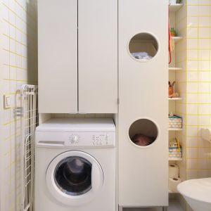 LILLÅNGEN – szafka na pralkę oraz wysoka szafka na pranie, z praktycznymi otworami. 359 zł/szafka na pranie. Cena: 279 zł/szafka na pralkę. Fot. IKEA