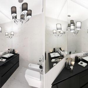 Miejsce 9: czarna łazienka w stylu glamour. Proj. Karolina Łuczyńska. Fot. Bartosz Jarosz