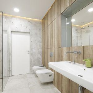 Miejsce 7: jasny salon kąpielowy ocieplony drewnem. Proj. Dariusz Grabowski. Fot. Bartosz Jarosz