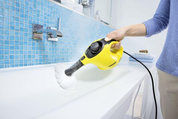 Jedną z najbardziej uciążliwych czynności jest czyszczenie fug w łazienkach. Radzimy jak w prosty i szybki sposób pozbyć się nagromadzonego w tych miejscach osadu.