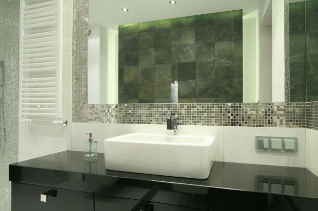 Strefa umywalki to niezwykle ważny element aranżacji łazienki. Potrafi nadać charakter całemu wystrojowi i jest jego wizytówką. Dlatego warto poświęcić odrobinę uwagi wykończeniu ściany w tym miejscu łazienki.