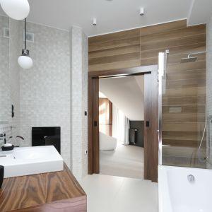 Strefa prysznica w narożniku. Proj. Jan Sikora. Fot. Bartosz Jarosz