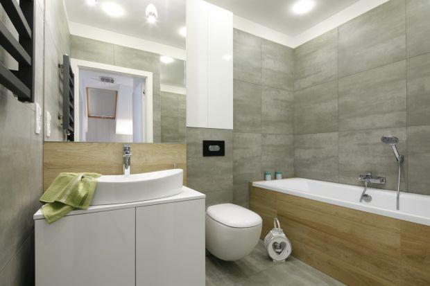 Kolory drewna w aranżacji łazienki są zawsze na topie. Ponadto ocieplają wnętrze i dodają mu domowego klimatu.