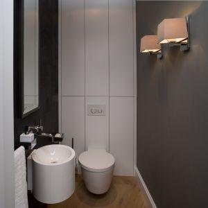 Toaleta w warszawskim apartamencie z widokiem na Wisłę. Proj. Anna Koszela. Fot. Rafał Lipski