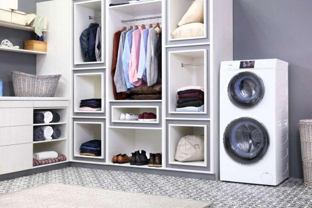Dla wszystkich tych, którzy lubią nowinki technologiczne, a jednocześnie chcieliby usprawnić prace domowe, takie jak pranie czy suszenie ubrań prezentujemy nowość na polskim rynku: pralko-suszarkę z dwoma bębnami.