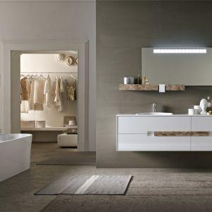 Atelié Marmo to kolekcja mebli łazienkowych z efektownymi frontami, w które wkomponowano uchwyt z dekorem kamiennym. Fot. Ardeco
