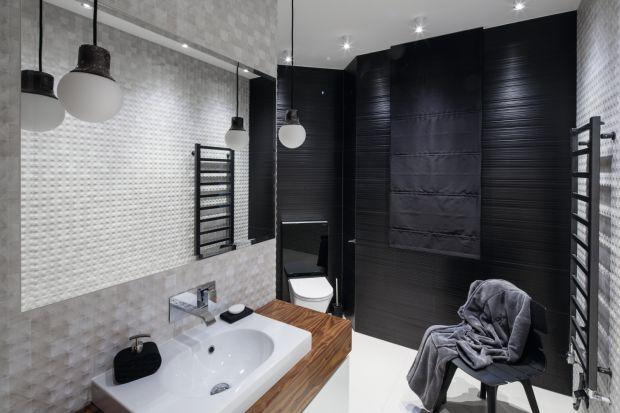 Oświetlenie w łazience nie tylko zapewnia dostęp światła, ale jest również ważnym elementem stylistyki wystroju wnętrza. Zobaczcie jak nadaje charakter całej aranżacji!