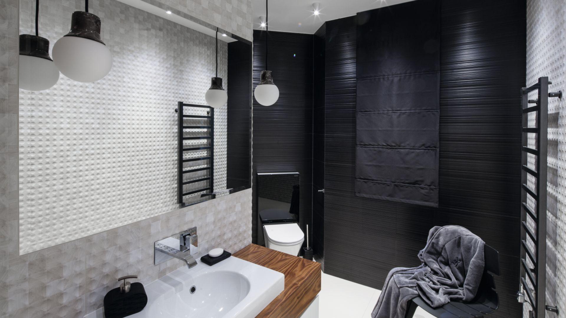 Oświetlenie w łazience. Proj. Jan Sikora. Fot. Bartosz Jarosz