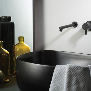 Bateria ścienna z kolekcji Diametro 35 ma minimalistyczny, elegancki kształt i matowe czarne wykończenie. Fot. Ritmonio