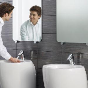Aranżacja łazienki z elektroniczną baterią typu bidetta Il Bagno Alessi One by Oras 8526FT. Fot. Oras