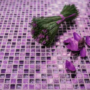 Fuga Sahir zestawiona z fioletową mozaiką. Fot. Sopro