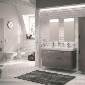 Meble łazienkowe w kolorze drewna dąb szary z kolekcji Traffic. Fot. Koło