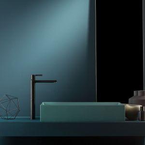 Czarna bateria umywalkowa z serii Haptic marki Ritmonio. Fot. Ritmonio