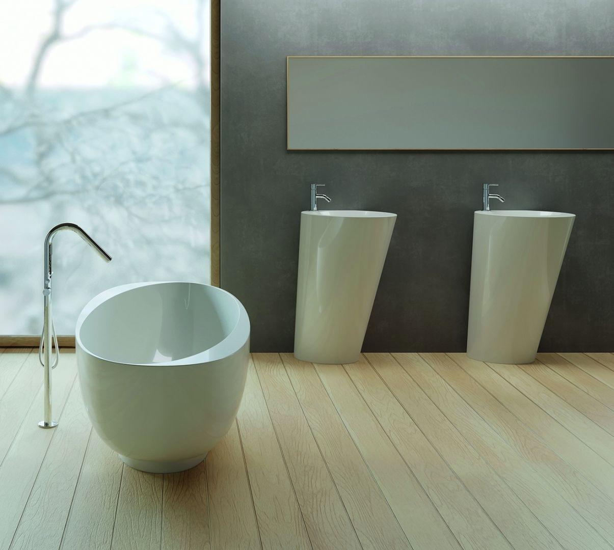 Podłogowe umywalki z kolekcji Amos marki Marmorin Design. Fot. Marmorin Design
