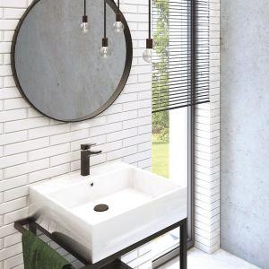 Umywalka stawiana na blacie w komplecie z konsolą łazienkową. Fot. Deante