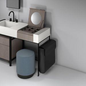 Zestaw umywalka plus funkcjonalna konsola wyposażona w dodatkowe akcesoria z kolekcji Narciso marki Cielo. Fot. Cielo