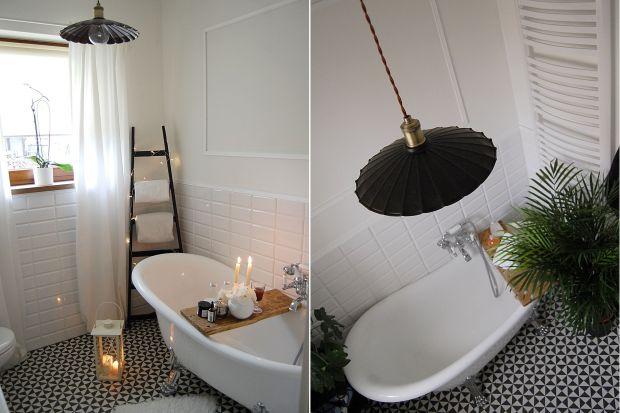 Do tej pory w naszych łazienkach królowały różnego rodzaju kinkiety. Jednak najnowsze trendy to przede wszystkim aranżacje, w których można wyjść poza utarte schematy i zastosować w łazience dowolne oświetlenie, które nada jej wyjątkowy kli