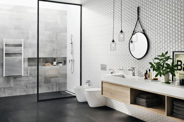 Lustro znajdziemy w każdej łazience, ale nie w każdej będzie ono takie samo. Modną ostatnimi czasy opcją jest okrągłe lustro w strefie umywalki.